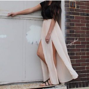 Kendall & Kylie pleated split slit maxi skirt